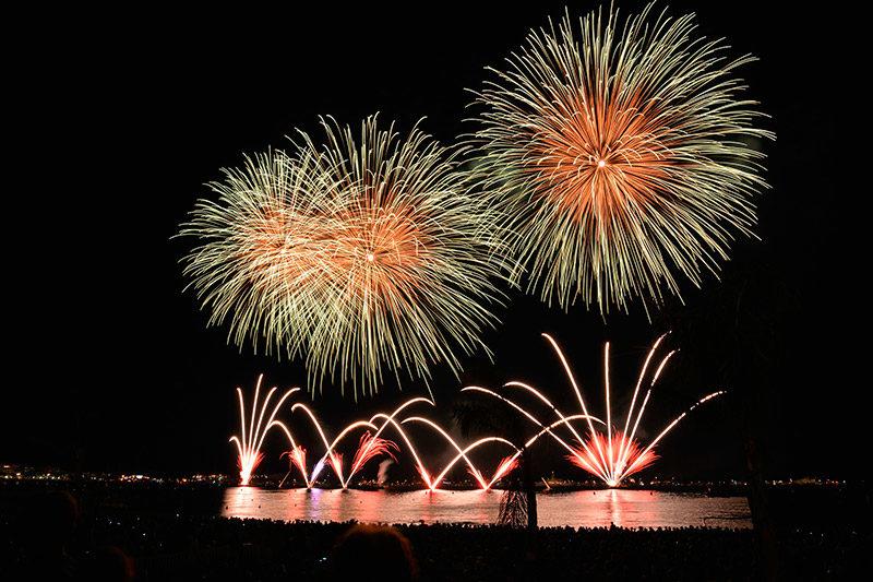 Feuerwerk in der Bucht zu Ehren der Virgen del Carmen, Schutzpatronin von Porto Cristo