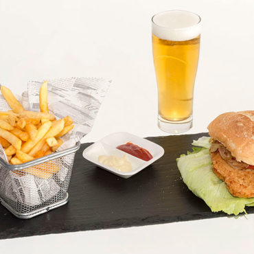 Chickenburger und Caña