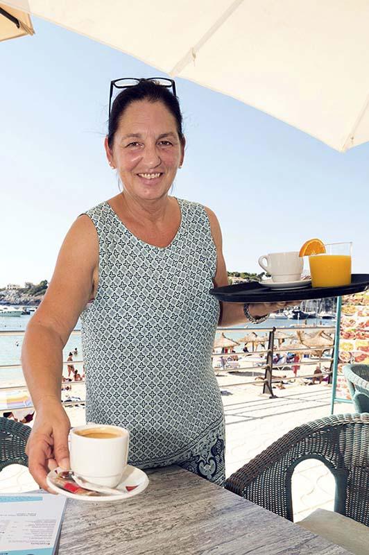 Einen Kaffee gefällig? Claudia Kauf betreibt eine Cafeteria in Porto Cristo, Mallorca